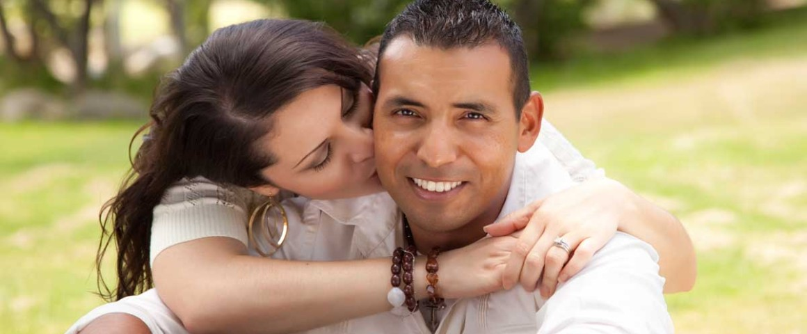 https://www.valentimatchmaking.com/wp-content/uploads/2018/06/Hispanic-couple-1160x480.jpg