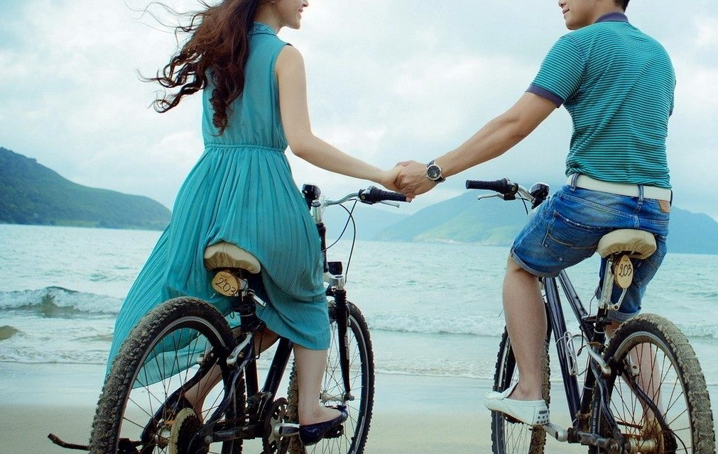 https://www.valentimatchmaking.com/wp-content/uploads/2018/09/beach-bike-couple-1011x640.jpg